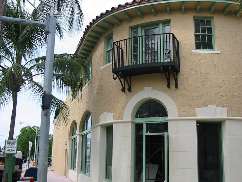 825 Lincoln Rd  – 1